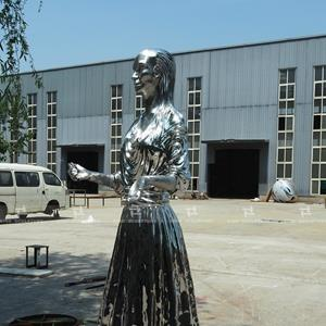 Casted stainless steel sculpture with mirror polishing